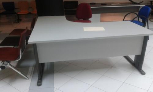MESA COMPACTO E2 160X120 PATAS METALICAS SOBRE GRIS